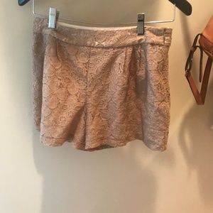 LOVE 21 FLORAL LACE SHORTS (extra small)